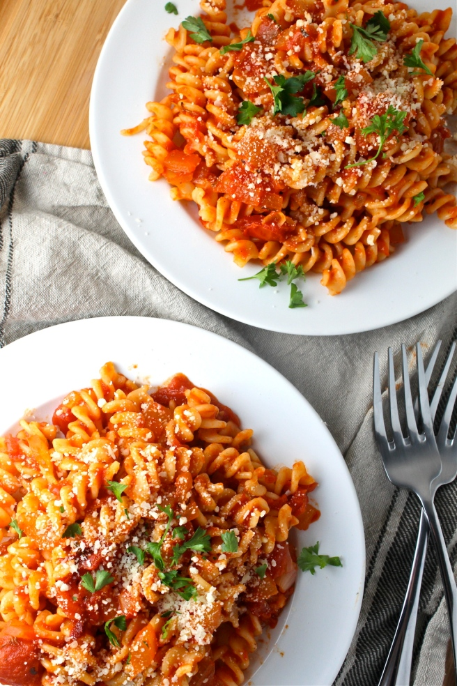 This Easy Tomato Sauce is so simple to prepare and incredibly versatile - a staple in my kitchen!   The Millennial Cook #dinner #easydinner #tomatosauce #italian