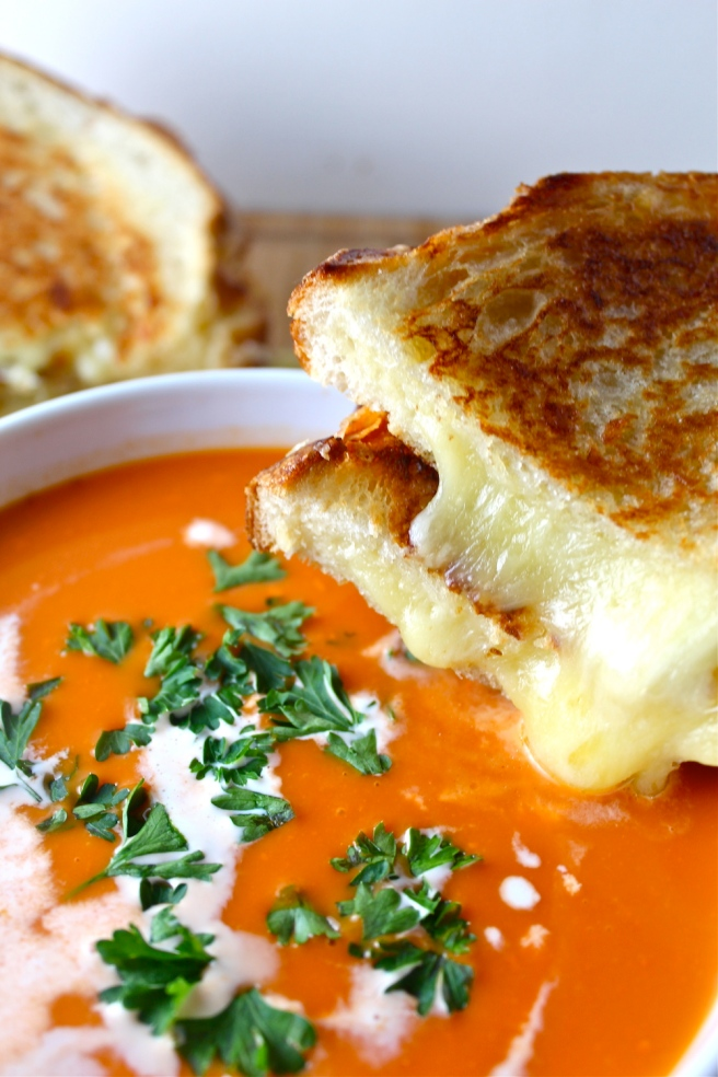 This Easy Grilled Cheese is loaded with toasty, melty cheese! | The Millennial Cook #sandwich #cheese #grilledcheese #easydinner