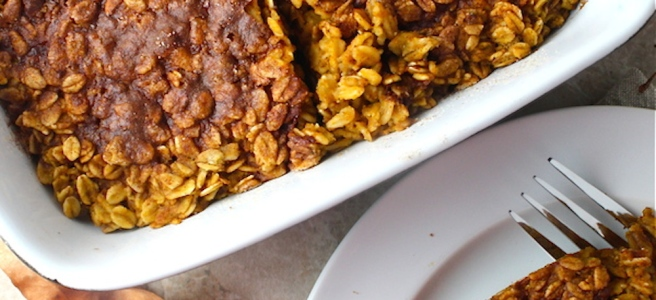 This Pumpkin Pie Oatmeal Bake is loaded with fall spices and a crunchy cinnamon sugar topping - what a delicious, filling breakfast! | The Millennial Cook #fallrecipe #pumpkin #oats #bakedoatmeal