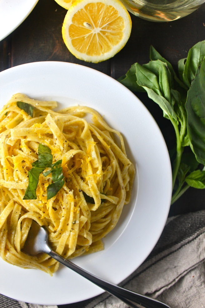 This Creamy Lemon Linguine - with a rich, tart, vibrant sauce - is so simple and satisfying! | The Millennial Cook #winterrecipe #pasta #lemon #creamsauce #italian