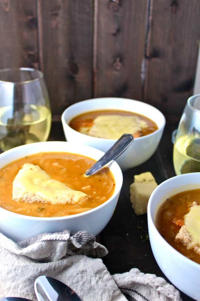 This French Onion Soup is loaded with caramelized onions, rich beef broth, and ample gruyere cheese - the perfect comforting dish for a cold winter evening! | The Millennial Cook #frenchonionsoup #winterrecipe #french
