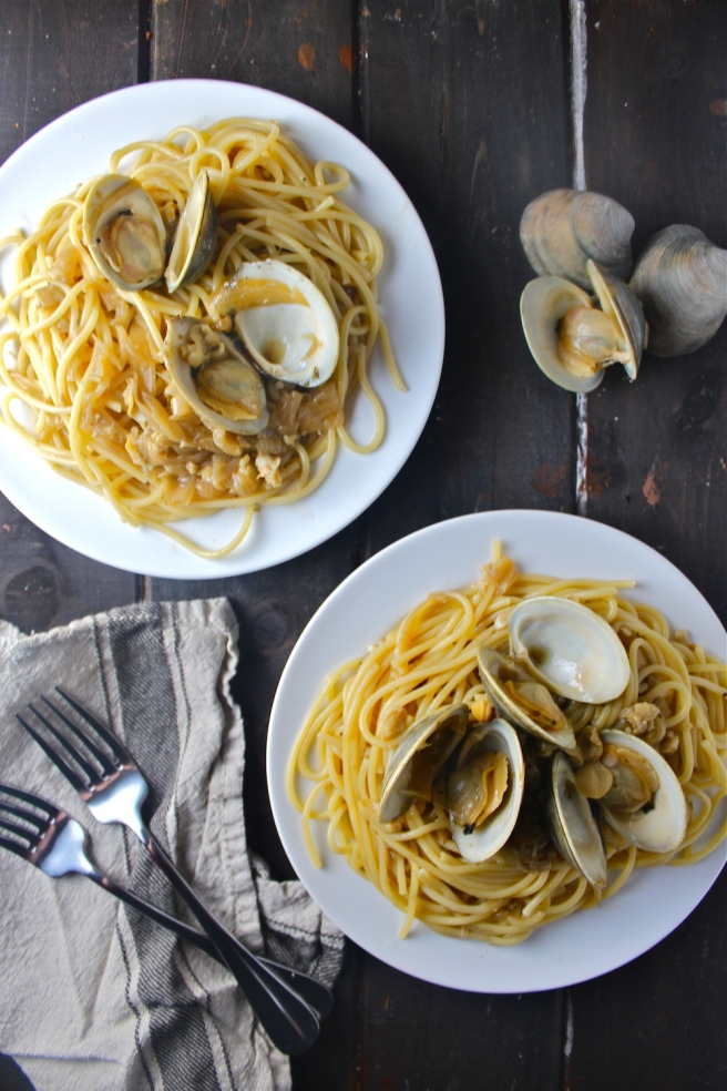 This Clam Spaghetti features the most delicious sauce of buttery caramelized onions, fragrant garlic, and fresh clams!   The Millennial Cook #pasta #spaghetti #clams #seafood