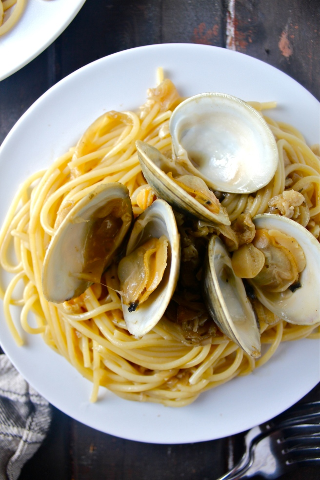 This Clam Spaghetti features the most delicious sauce of buttery caramelized onions, fragrant garlic, and fresh clams! | The Millennial Cook #pasta #spaghetti #clams #seafood