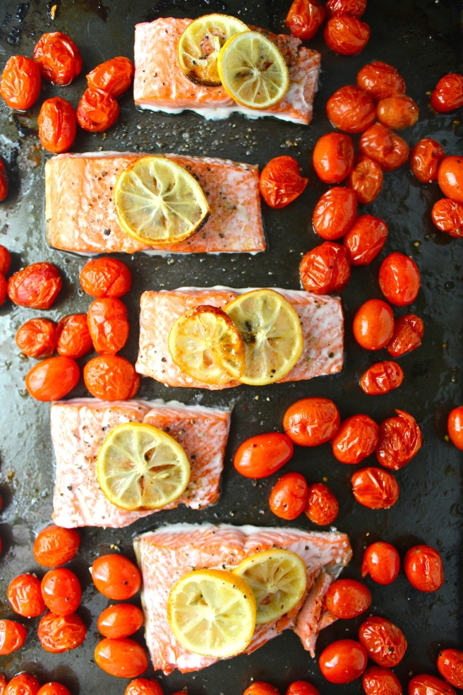 This Lemon Tomato Baked Salmon is my favorite quick and healthy one-pan dinner! | The Millennial Cook #salmon #tomato #lemon #onepandinner