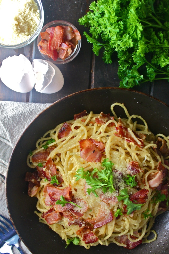 This Pasta Carbonara - with bacon, parmesan, and a creamy egg sauce - is one of my favorite go-to dinners! | The Millennial Cook #pasta #bacon #egg #parmesan #carbonara #pastacarbonara