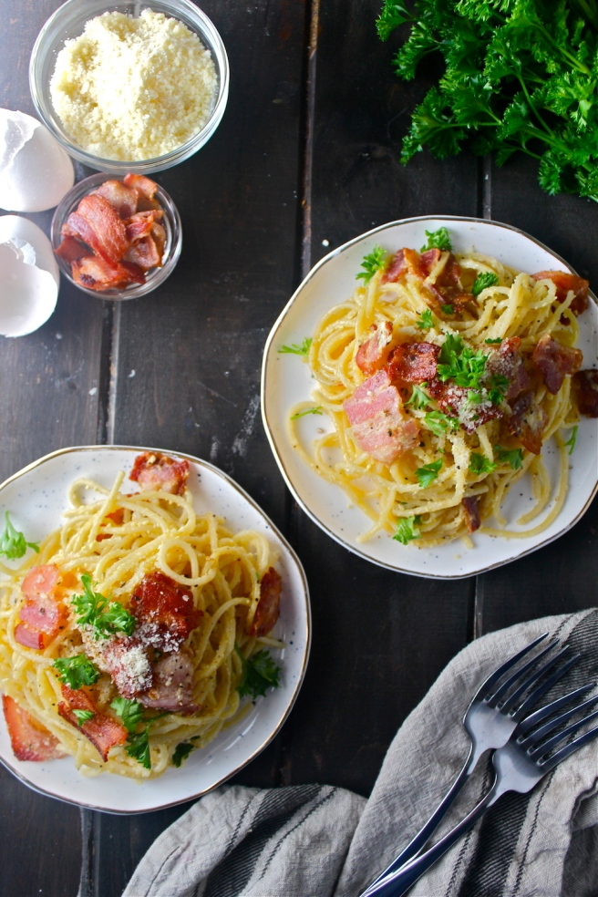 This Pasta Carbonara - with bacon, parmesan, and a creamy egg sauce - is one of my favorite go-to dinners!   The Millennial Cook #pasta #bacon #egg #parmesan #carbonara #pastacarbonara