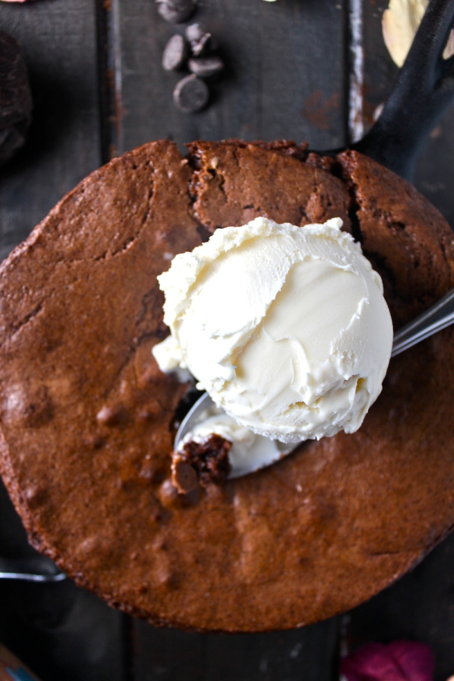 This Skillet Brownie For Two is a decadent chocolate treat that's so fun and romantic! | The Millennial Cook #brownie #chocolate