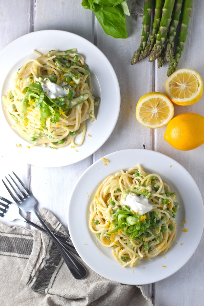 This Lemony Asparagus Pasta - with bright green peas and creme fraiche - is an easy and elegant dinner for spring! | The Millennial Cook #springrecipe #pasta #asparagus #lemon
