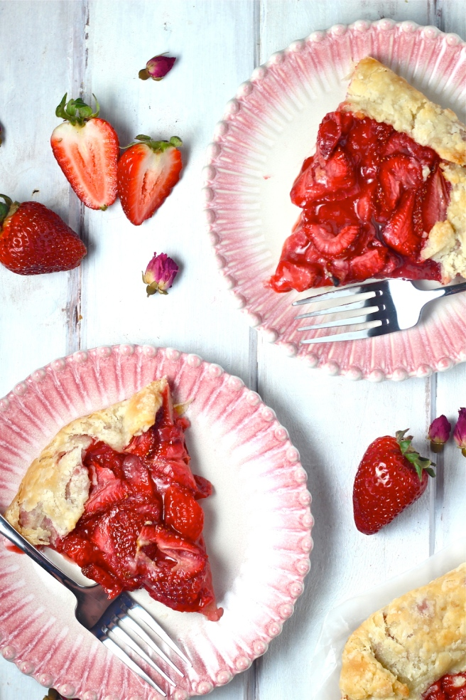 This Strawberry Galette is a stunning sweet and delicious spring dessert! | The Millennial Cook #springrecipe #strawberry #pie #tart
