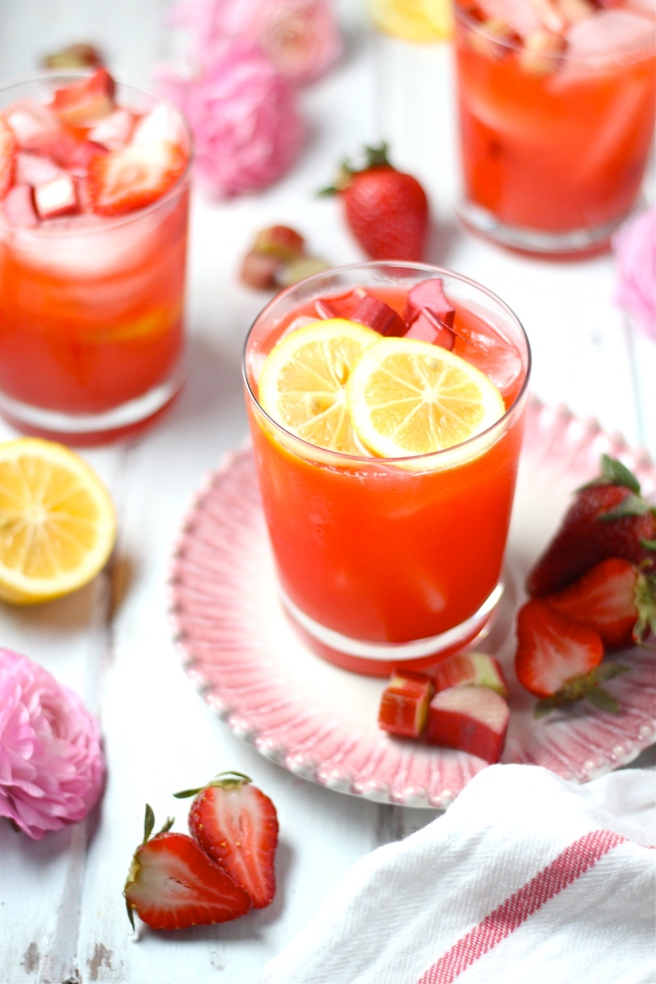 This Strawberry Rhubarb Lemonade is a delicious sweet and tart spring refreshment! | The Millennial Cook #springrecipe #drink #lemonade #strawberry #rhubarb