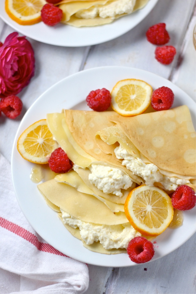 These Lemon Mascarpone Stuffed Crepes are a sweet, tart, and decadent dish that's perfect for brunch! | The Millennial Cook #breakfast #brunch #crepes #lemon #mascarpone