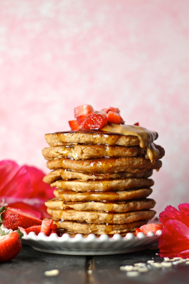 These Whole Wheat Oatmeal Blender Pancakes are a delicious breakfast you can whip up in minutes! | The Millennial Cook #breakfast #brunch #pancakes #wholewheat #oatmeal